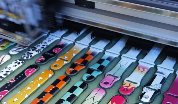 Digital color printing on silicone product